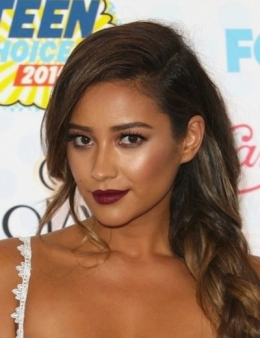 Shay-Mitchell-braid-makeup-lipstick-hair-2014-Teen-Choice-Awards